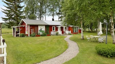 Photo for Cozy cottage by lake in Valbo-ryr Dalsland