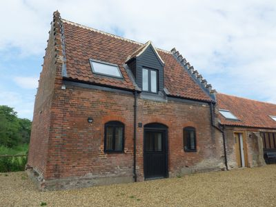 Photo for TRICKER'S COTTAGE, pet friendly, with a garden in Lenwade, Ref 921785