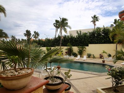 Photo for Charming condo between beach and golf course in San Jose hotel zone