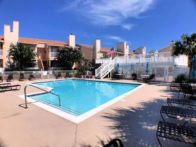 Poolside in The Palms at Cove View Near Seawall! Condo 103