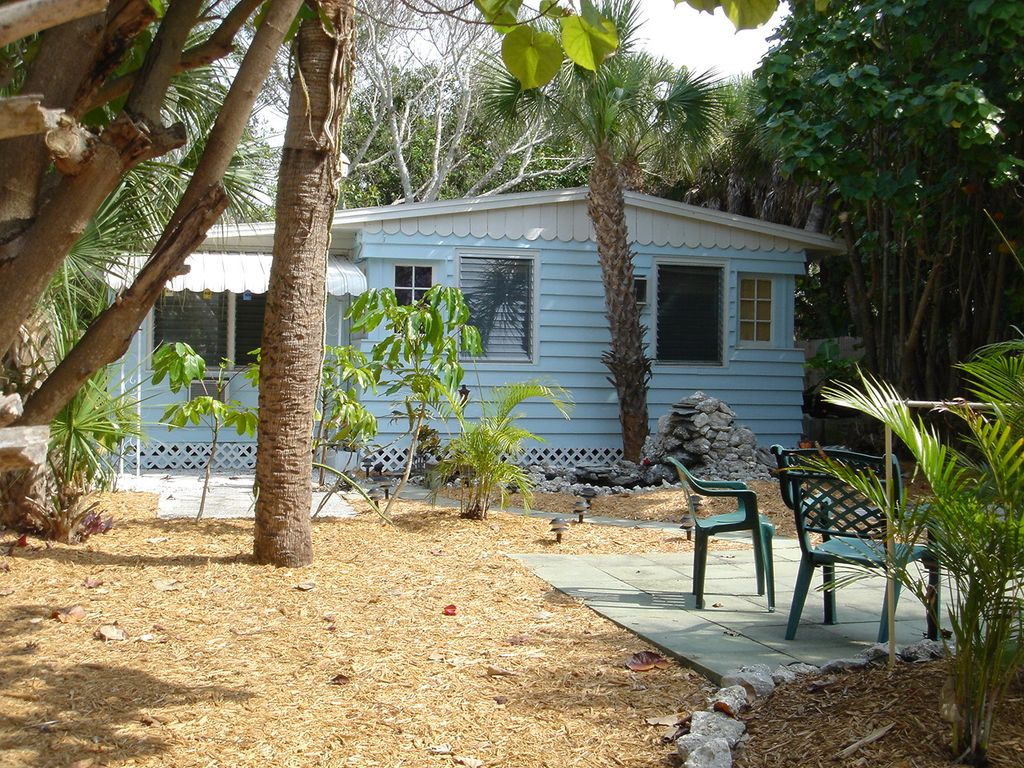 Siesta Beach Cottage Steps To The Beach And Pet Friendly
