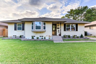 Experience Southern hospitality at this Farmer's Branch vacation rental home!