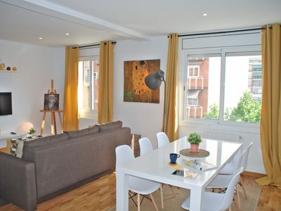 Photo for Bright and spacious 3 dbl-bed-apt (metro station in the corner) Eixample