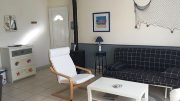 New house 4 pers. enclosed garden in a quiet village, 10mn from beaches