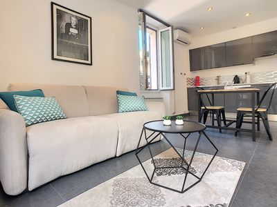 Photo for Studio, Top location 5 minutes walk from the Croisette!