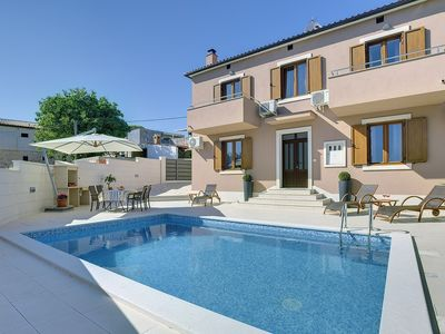 Photo for Magnificent villa with private pool only 1 km to the beach with air conditioning, WiFi, sun loungers, barbecue