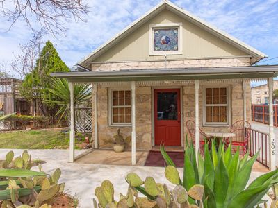Photo for Absolutely Charming Agave Sunday House, 1/1 King Bed, Walk to Main!