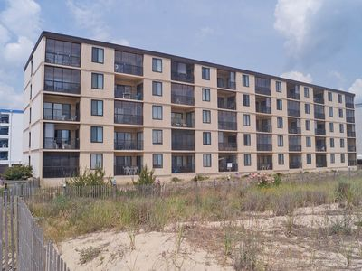 Photo for Bonaire 404-Oceanfront 126th St, Free WiFi, Elev, W/D, AC