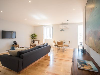 Photo for Spacious Allure apartment in Bairro Alto with WiFi & integrated air conditioning.