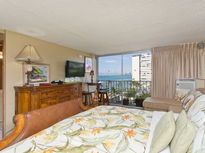 Photo for King Bed on High Floor w/Ocean Views Diamond Head Hotel