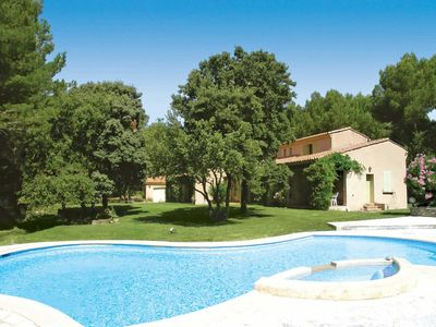 Photo for Stunning villa near Isle-sur-la-Sorgue w/ 3 en suite bedrooms, large pool + BBQ
