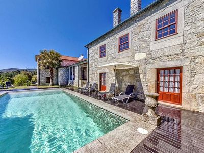 Photo for 5 bedroom Villa, sleeps 12 in Presa with Pool and WiFi