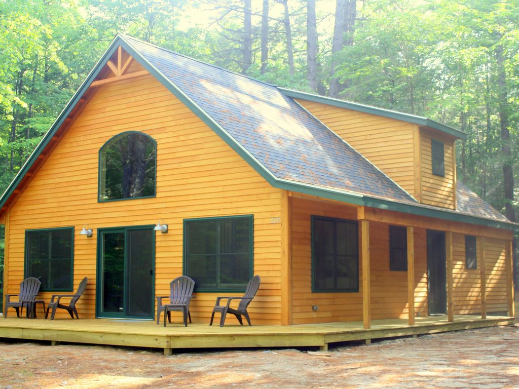 Picture perfect cabin with a private dock vrbo for Cabin rentals in maine with hot tub