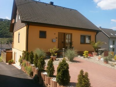 Photo for Modern holiday apartment with large garden, 500 m away from the river Moselle