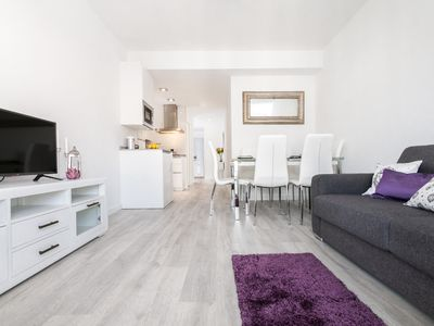 Photo for Stylish 2 Bd Apartm Perfectly located & free parking. Amira