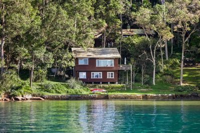Nestled in the middle of beautiful Little Lovett Bay