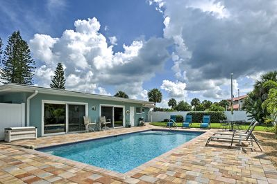 Your party of 4 will love relaxing by the shared pool in the spacious backyard.