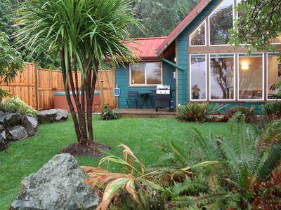 Photo for Oceanfront cabin with hot tub! Sleeps 4