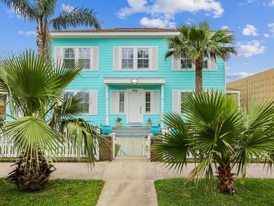Photo for The Turquoise Turtle, with a private Pool in town, 4BR/2.5BA, Sleeps 12.  4 Blocks to the Beach
