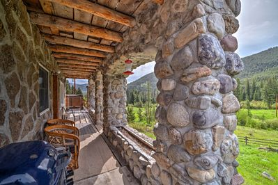 'Sasquatch Inn' offers 3 bedrooms, 2 bathrooms and sleeping for 11.
