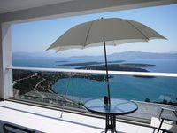 Stunning views and well appointed apartment in a modern resort!