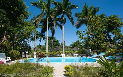Photo for Walk to Beach Beach! Pool! Cook and Housekeeping! Blue Waters