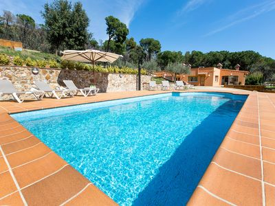 Photo for This 3-bedroom villa for up to 8 guests is located in Calonge and has a private swimming pool, air-c
