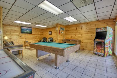 Amazing Recreational Room - Enjoy pool & video arcade room. Wonderful game offers pool table, foosball, air hockey, standup arcade game, & more!