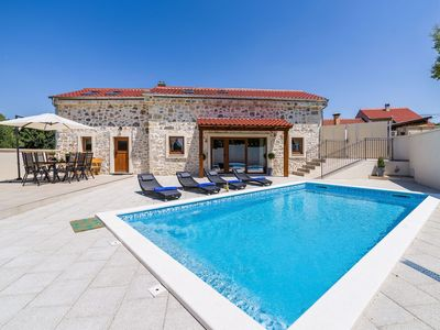 Photo for Beautiful villa with high privacy,  swimming pool, charming taverne with BBQ