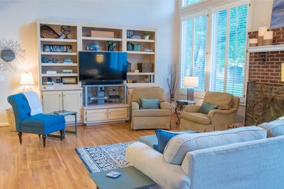 """A perfect place to lounge with 55"""" smart TV, Netflix, WiFi and a gas fireplace."""