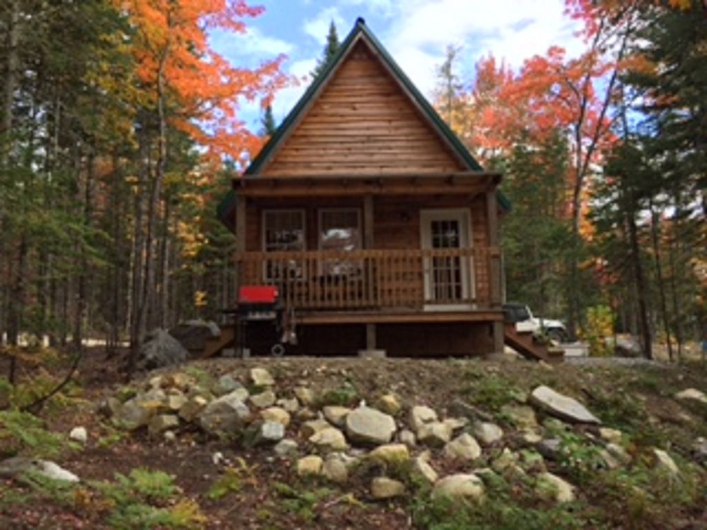 Waterfront cabin in the western mountains vrbo for Cabin rentals in maine with hot tub