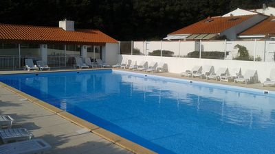Photo for Pretty maisonette with swimming pool and tennis in a private residence