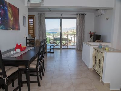 Photo for Townhouse with Stunning Bay and Mountain Views