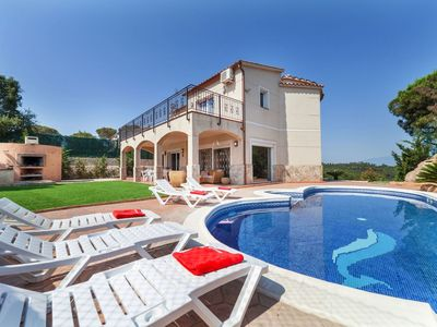 Photo for Cosy apartment for 8 guests with WIFI, private pool and TV