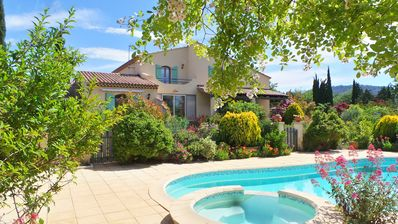 Photo for Provence / Luberon - Independent villa with pool and jacuzzi (8 pers.)