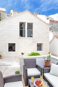Photo for Villa Puteus apartment in Pučišća with WiFi, air conditioning & private terrace.