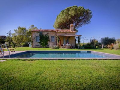 Photo for 4-person villa with private swimming pool and garden in lovely surroundings near Cortona
