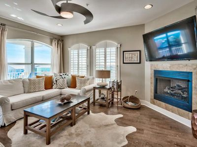 Photo for Gulf views, community pool, large balcony and well appointed furnishings: Emerald Vista