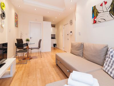 Photo for KING'S CROSS APARTMENT SLEEPS 4!!#3