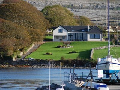Photo for Magnificent 5 Bedroom House Fronting Onto Shoreline with Wifi