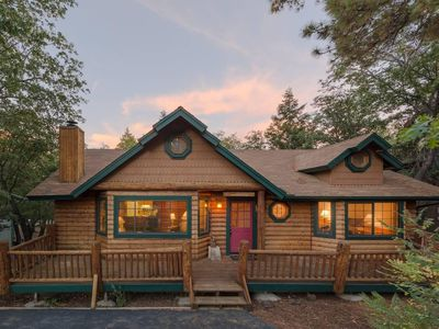 Photo for Single Story, Fenced yard, Fireplace, BBQ , Fast Wifi. Close to Lake and Village. Log Beauty