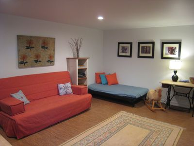 Photo for Peaceful apartment 17 min to Nat'l Mall, IMF, WB, KenCen