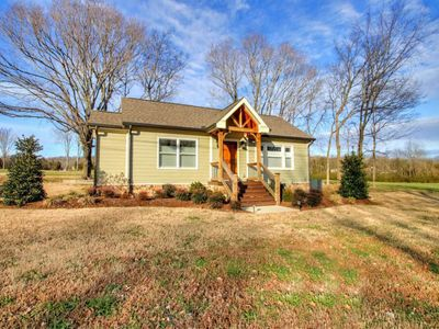 Photo for Charming Country Cottage 35 Minutes From Nashville