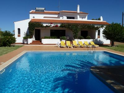 Photo for 3 bedroom villa with private pool with a superb Albufeira location.Close to Guia, Albufeira Beaches