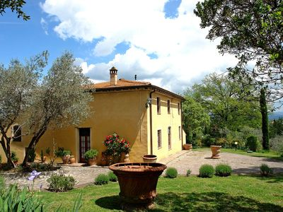 Photo for Private Villa with private pool, internet, TV, pets allowed, parking, close to San Gimignano