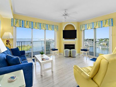 Amazing Bay Front Penthouse Views at Captiva Bay with Rooftop Pool!