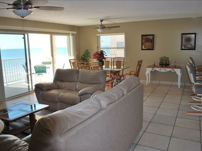 Comfortable Living Room with a Beach View to enjoy a wonderful Family time.