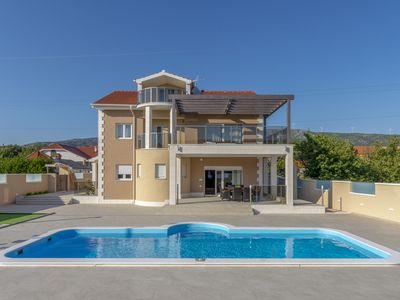 Photo for Perfect accommodation for 10 with villa Neda