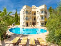 A lovely apartment nice and peaceful. Central location so easy to get anywhere that we needed to ...
