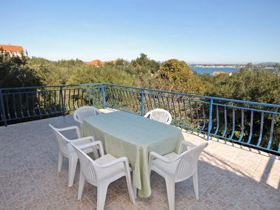 Photo for Two bedroom apartment with terrace and sea view Tkon (Pašman)